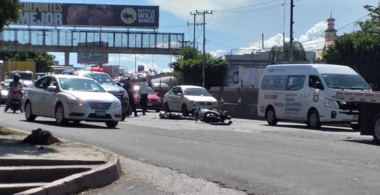 Muere motociclista tras derrapar en bulevar Cuauhnáhuac, en Cuernavaca