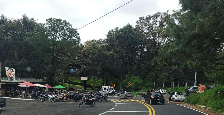 Muere motociclista al estrellarse contra barra metálica en la México-Cuernavaca