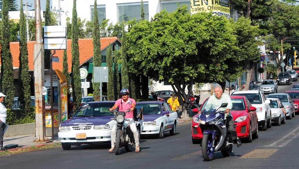 Seguridad. En Temixco, varios conductores están tomando conciencia de la importancia de utilizar casco protector en los traslados en moto, sin embargo algunos ignoran la disposición.