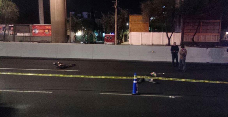 Motociclistas mueren al caer del segundo piso de Periférico