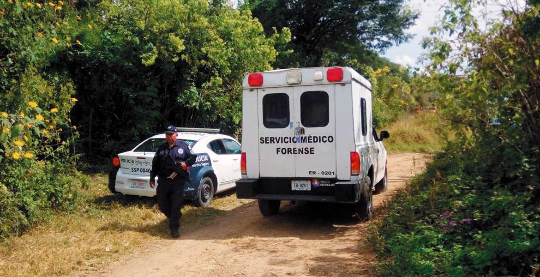 Movilización. Policías estatales y peritos en criminalística arribaron al lugar, en donde tomaron conocimiento del deceso.