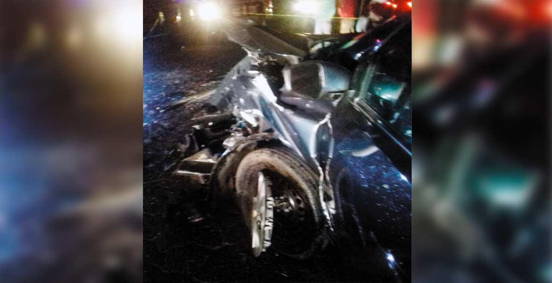 Vehículo. Un señor murió al chocar su auto contra un 'vocho' en la carretera Jojutla-Alpuyeca.