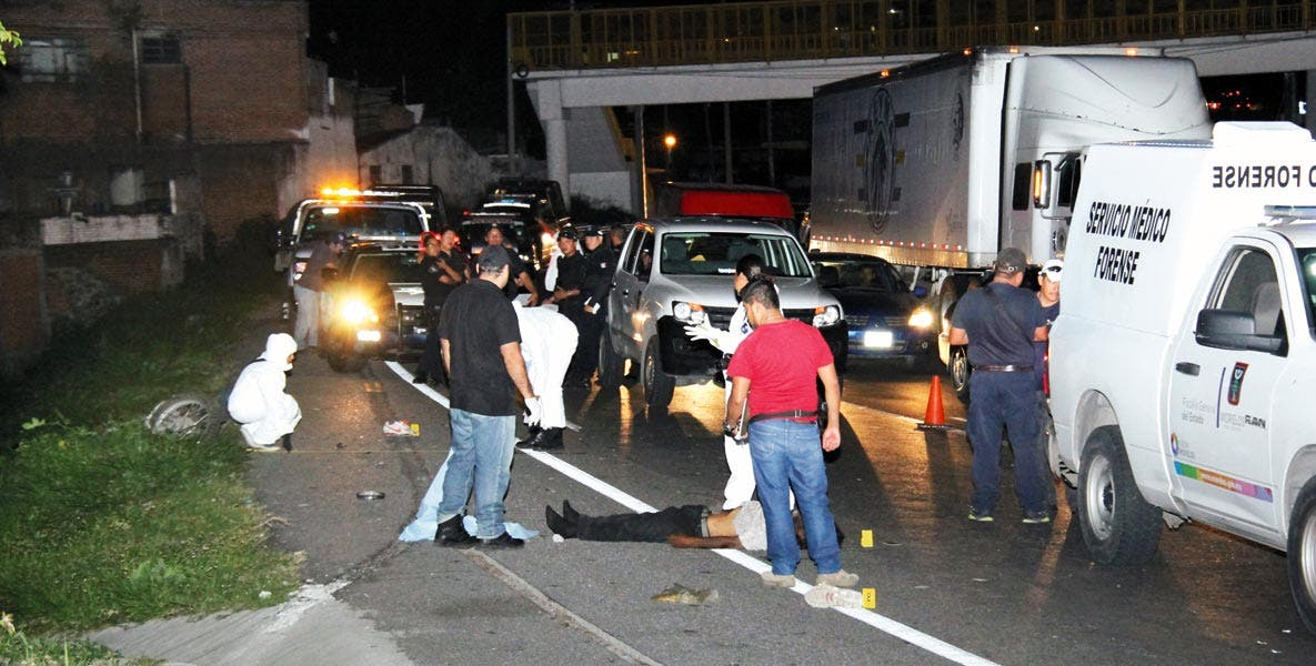 El deceso. Fernando resultó lesionado al salir proyectado de su moto, luego de que atropellara y matara a un indigente que caminaba por el acotamiento de la autopista México-Acapulco, a la altura de la colonia Chipitlán, de Cuernavaca.