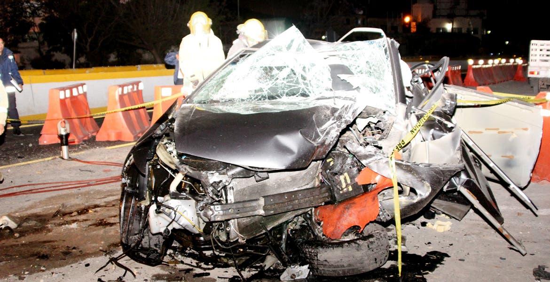 Percance. Guillermo Mendizabal Grijalva murió prensado al chocar en su coche.
