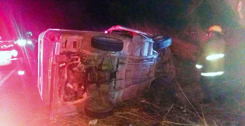 Accidente. Un señor murió aplastado por un combi que manejaba, tras perder el control y volcar en la carretera federal México-Cuautla, en Atlatlahucan.