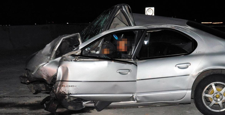 Accidente. Rogelio y un amigo que viajaba como copiloto resultaron lesionados al quedar prensados en su auto, tras chocar contra los muros de contención en el Paso Express.