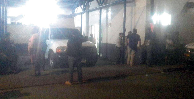 Movilización. Un sujeto malherido a balazos fue trasladado de emergencia al Hospital General de Cuautla, tras asesinar a otro a tiros.