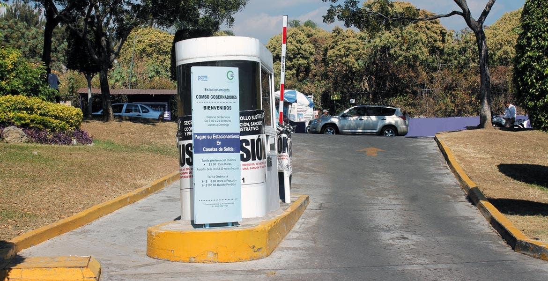 Irregularidades. La Profeco dijo que este fin de semana se reforzará el operativo en estacionamientos, restaurantes, bares y cantinas para que respeten los precios.
