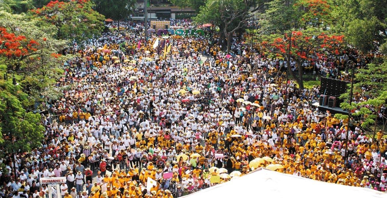 Convocatoria. Miles de militantes acudieron al llamado para la celebración del 28 aniversario del partido del sol azteca