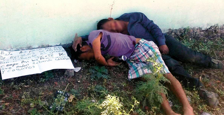 El crimen. Israel y Jesús fueron asesinados a balazos y abandonados con un mensaje en donde los acusan de robar ganado, en el poblado de Cuauhuixtla, Amacuzac.