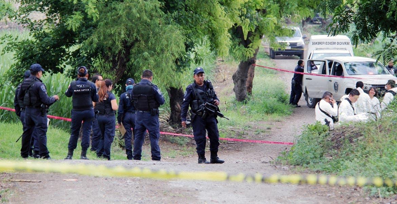 Diligencias. Un joven fue degollado y abandonado con un narcomensaje clavado en el pecho, en un camino de terracería de Real del Puente con la colonia Lázaro Cárdenas.