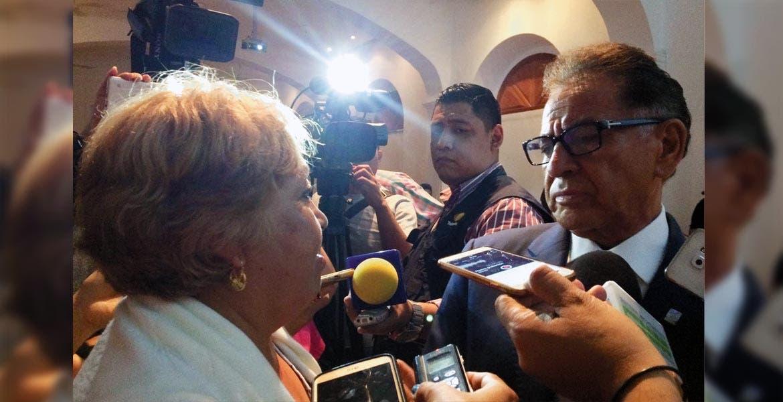 Atento. El delegado del IMSS, Víctor Manuel Vázquez Zárate, recibió la denuncia de negligencia cometida