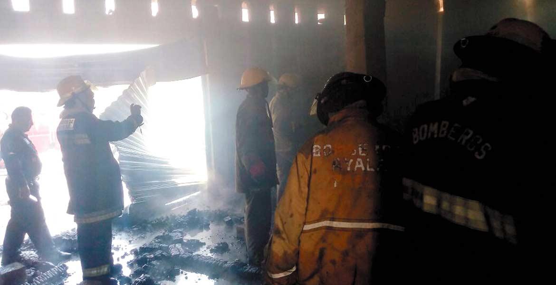 Labor. Bomberos sofocaron el incendio de dos locales donde vendían gasolina.