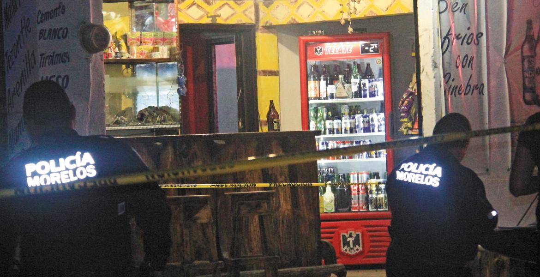 Asesinan a balazos a mujer en bar de Zapata