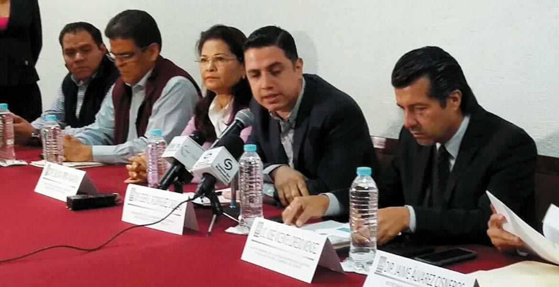 Rueda de prensa. José Vicente Loredo, acompañado por diputados locales, dio a conocer las investigaciones que se siguen.