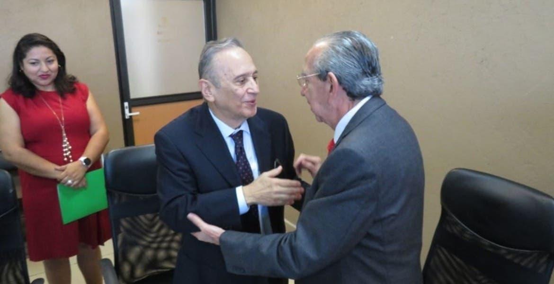Es Ángel Simón Ventura Valle nuevo rector de la UTSEM