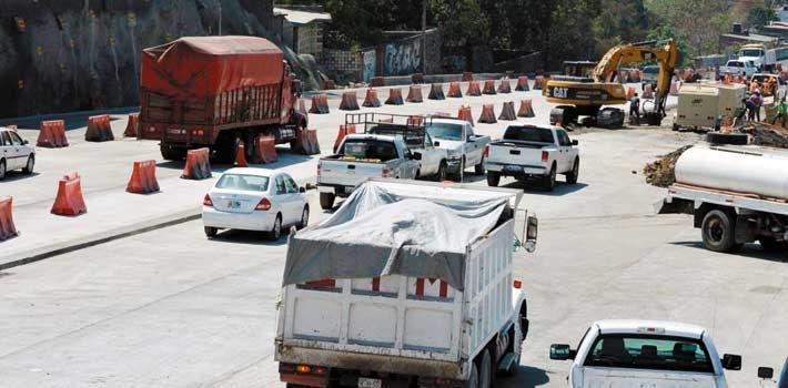 Cierres. José Luis Alarcón señaló que en las noches hay cortes de circulación intermitentes en la autopista por las labores en el Puente Palmira