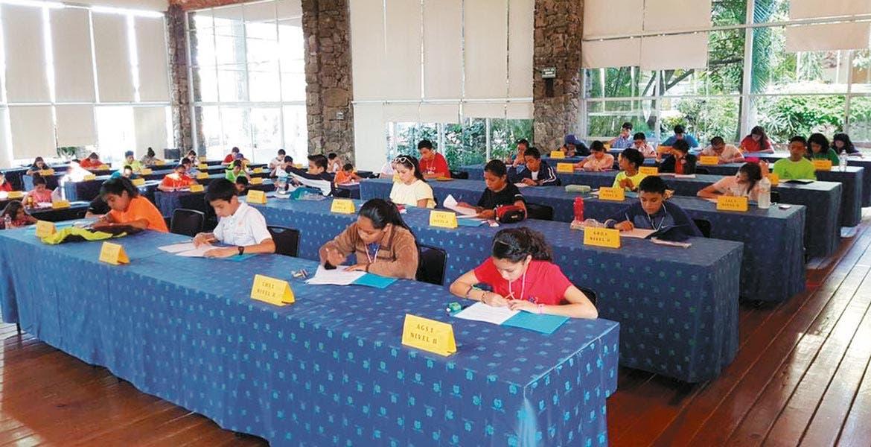 Exámen. Niñas y niños de 10 a 15 años de edad participan en la primera Olimpiada Mexicana de Matemáticas para nivel básico