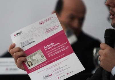 Entrega INE 221 mil credenciales para mexicanos en el extranjero
