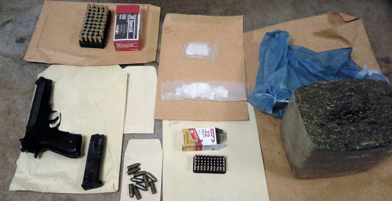 Operativo. En el local se encontró droga, armas de fuego y cartuchos útiles; también se detuvo a una joven de 25 años