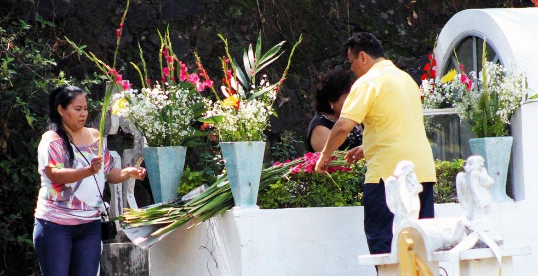 Regularización. El objetivo es que los propietarios de las tumbas paguen los atrasos y no les saquen a sus muertos.