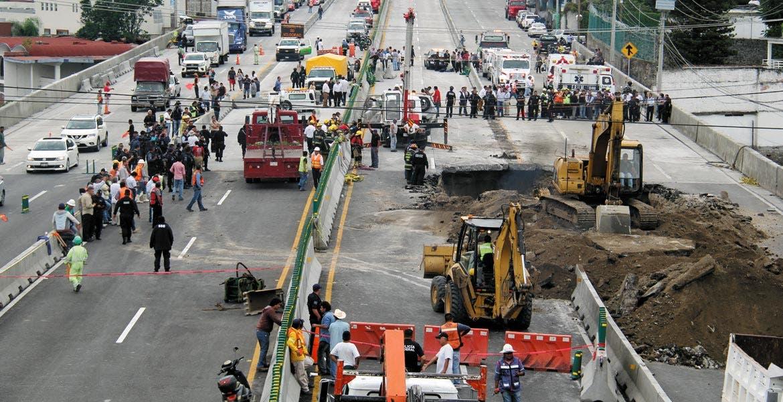 Denuncian ante PGR a Ruiz Esparza por socavón