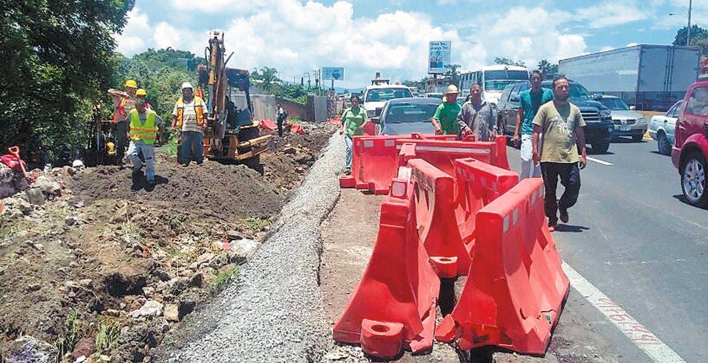 Contratiempos. Vecinos de Atlacomulco y Chapultepec también responsabilizan a la constructora de ocasionar el desabasto.