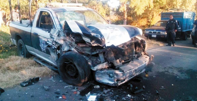 Accidente. Dos policías resultaron lesionados al ser impactada la patrulla en donde se dirigían a un auxilio, en la carretera Xochitlán-Texcala, en Yecapixtla.