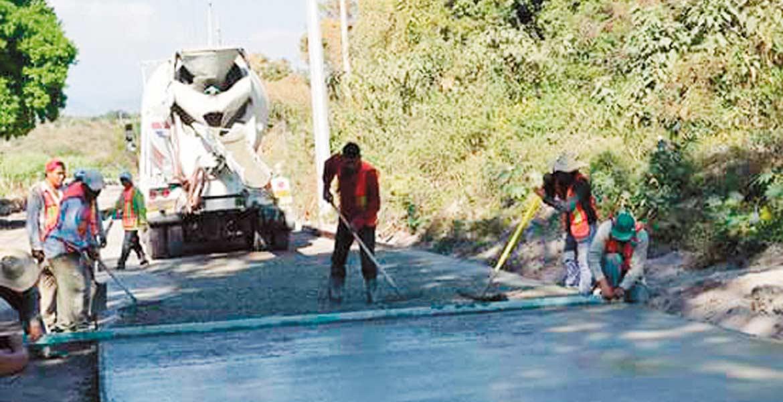 Impulso. El alcalde de Yautepec, Agustín Alonso Gutiérrez, afirmó que esta obra es de gran impacto y traerá beneficios de movilidad para quienes se trasladan hacia el Centro del municipio, y para los que se dirigen a Cuautla