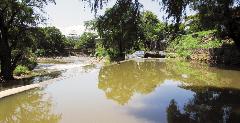 Monitoreo. La colonia Las Ánimas, por la que cruza el río Apatlaco, es uno de los focos rojos y cuyo nivel es constantemente monitoreado.