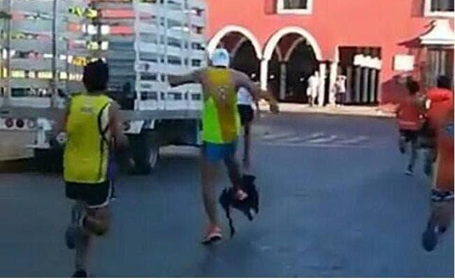 Patea corredor a perro en competencia en Yucatán