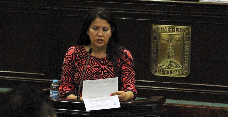 Inmueble. La diputada y ex alcaldesa de Jojutla, Hortencia Figueroa, pide que la unidad deportiva sea municipal para poder invertir en mejorarla.