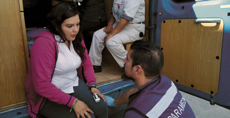 Auxilio. Paramédicos atendieron a las lesionadas.