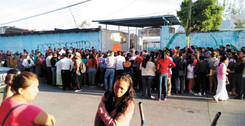 """Primaria. La comunidad de la escuela """"Gloria Almada de Bejarano"""" exige plantilla docente completa."""