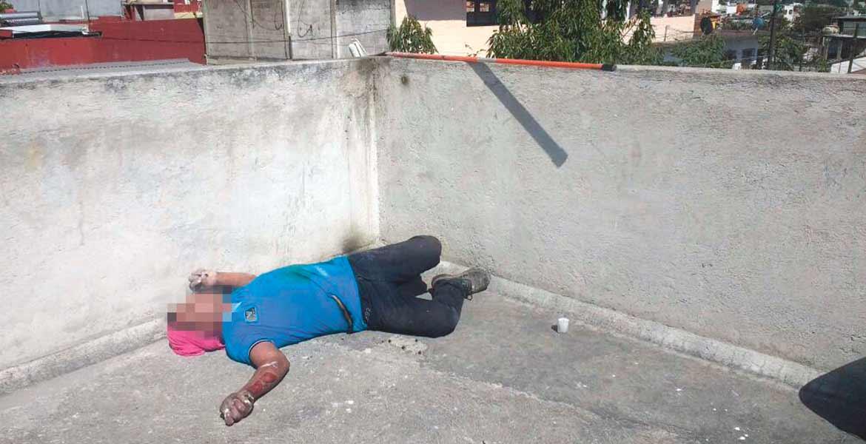 Deceso. Albino murió electrocutado al tocar accidentalmente unos cables de alta tensión, mientras pintaba una casa en la colonia San Cristóbal, de Cuernavaca