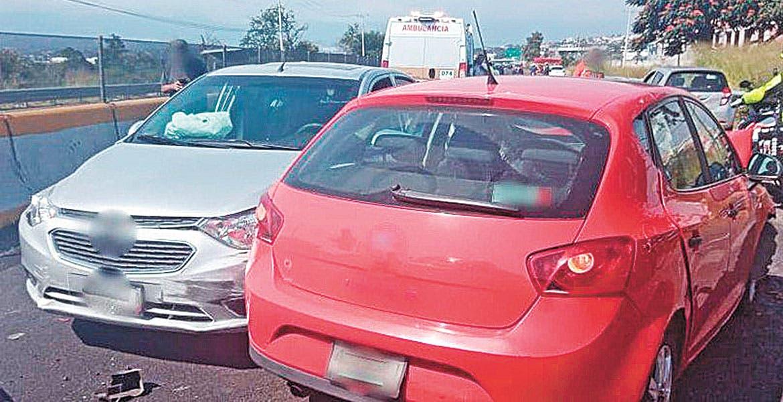 Colisionan tres coches en la México-Acapulco
