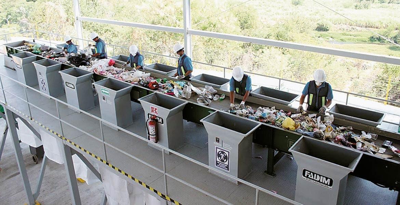 Inauguración. El secretario de Desarrollo Sustentable, Topiltzin Contreras MacBeath, fue el encargado de poner en marcha la planta, que empleará a 500 personas.