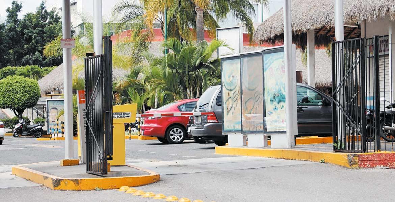 Sin cambios. Desde enero de 2015 entró en vigor la reforma a la Ley de Ordenamiento Territorial, que prohíbe a plazas cobrar a clientes por el estacionamiento, pero la disposición no es respetada.