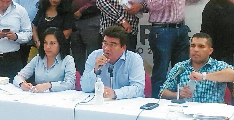 Sesión. En cabildo abierto, el alcalde Manuel Agüero dejó en claro que su administración no ha otorgado permisos para iniciar construcciones en Los Venados.
