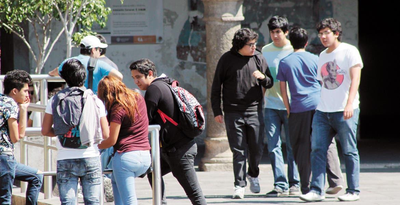Opción académica. Jóvenes y personas con dificultades para asistir a la modalidad presencial pueden continuar o concluir sus estudios de nivel medio superior.