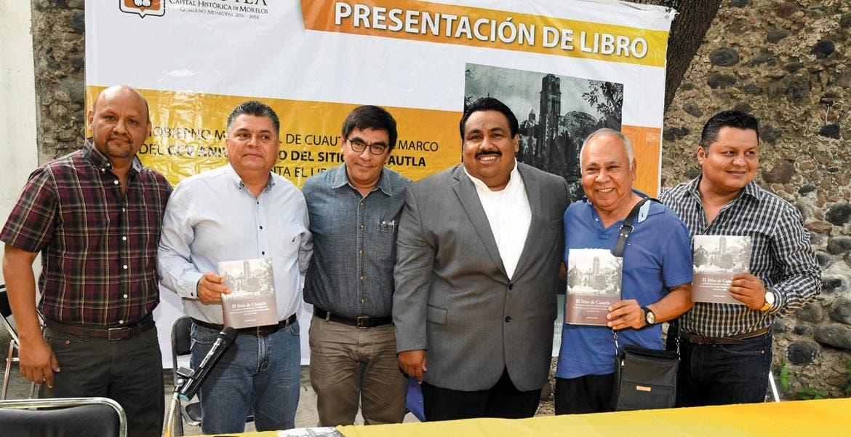 """Evento. El alcalde Raúl Tadeo durante la presentación del libro """"El sitio de Cuautla, la batalla de Búnker Hill de México"""", del autor estadounidense Walter S. Logan."""