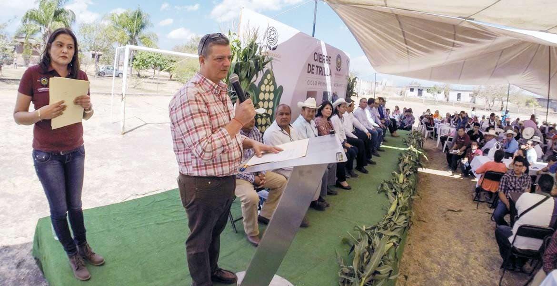 Degustan. El cierre de trilla fue llevado a cabo en el Ejido San Antonio de Cuernavaca, donde los productores aprovecharon para convivir.