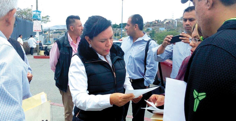 Acercamiento. La dirigencia magisterial en Morelos visitó el Hospital Regional del ISSSTE para atender las necesidades de sus agremiados y conseguir que se les brinde una mejor atención.
