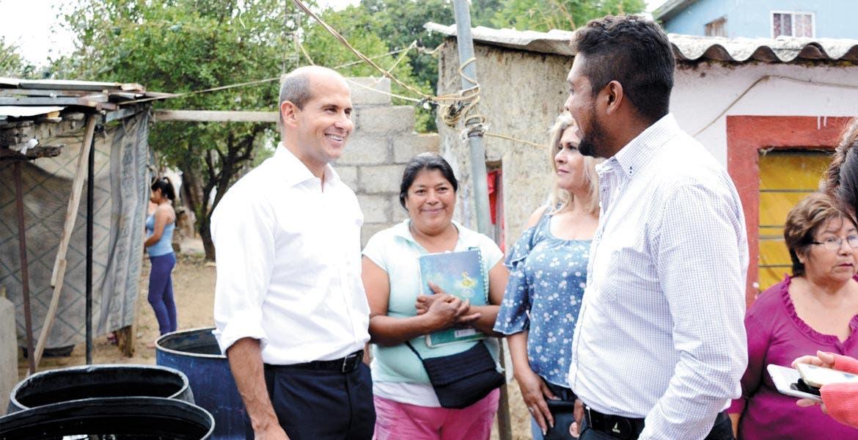 Visita. Jaime Álvarez se reunió con los vecinos y ofreció más apoyo.