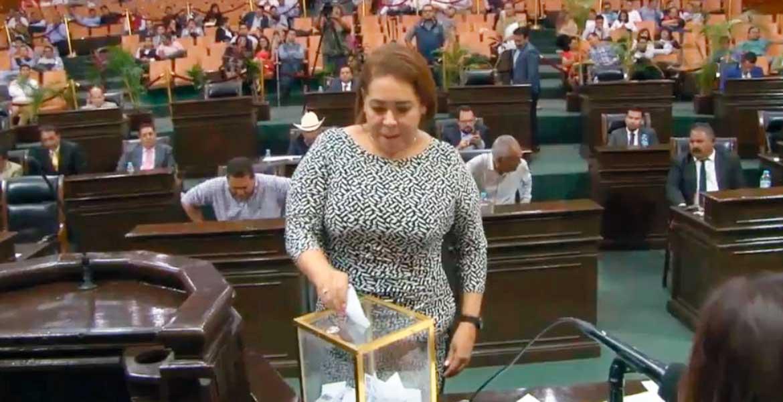 Relevo. La diputada plurinominal por el PRI Beatriz Vicera Alatriste asumió la presidencia de la Mesa Directiva del Congreso.