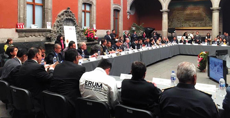 Reunión. Recientemente, autoridades e industriales se reunieron en el marco del Consejo Nacional de Protección Civil.