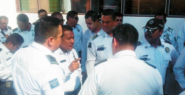 Protesta. Agentes viales se manifestaron en el Ayuntamiento y pidieron los recibiera el alcalde Cuauhtémoc Blanco.