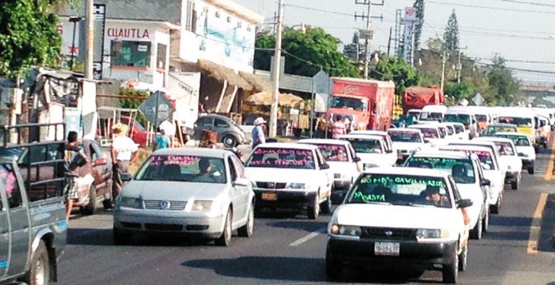 Protesta. Ruteros, transportistas de carga y particulares se unieron y formaron una caravana de más de 5 kilómetros en rechazo a los aumentos en los combustibles.