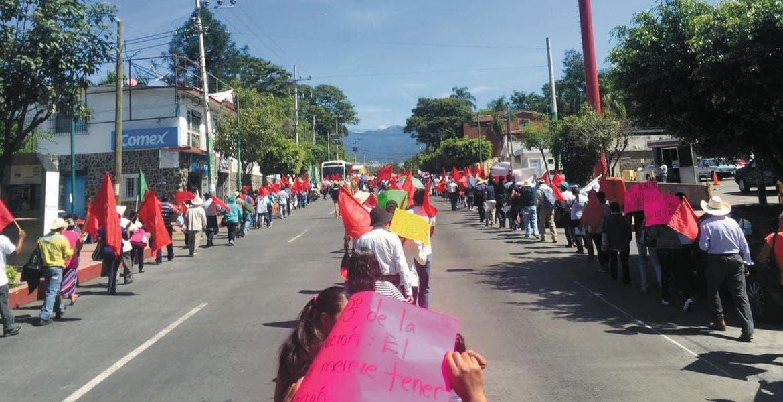 Circulación. Antorchistas subieron por avenida Morelos para llegar hasta el Centro; otros más se concentraron en Tlaltenango.