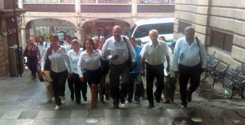 Casasor. Dirigentes de la Sección 19 se apersonaron en Casa Morelos para solicitar por escrito, el pago de las prestaciones, pendiente desde 2013.